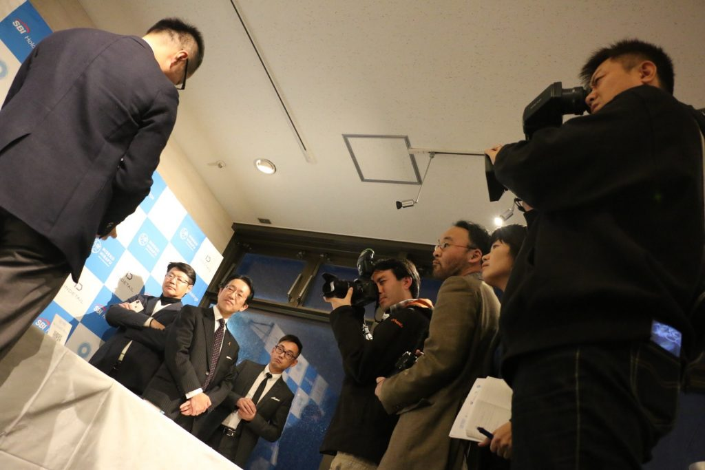 NISEKO Payのデモを取材する報道陣